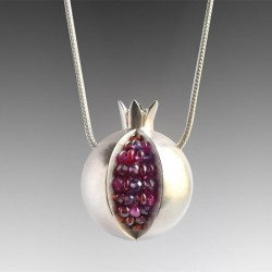 Fashionable necklace with pomegranate fruit