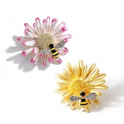 Crystal bee and daisy - an elegant brooch